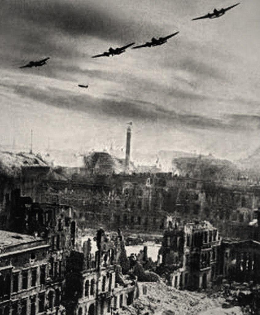 Ответный удар союзных войск по Берлину...