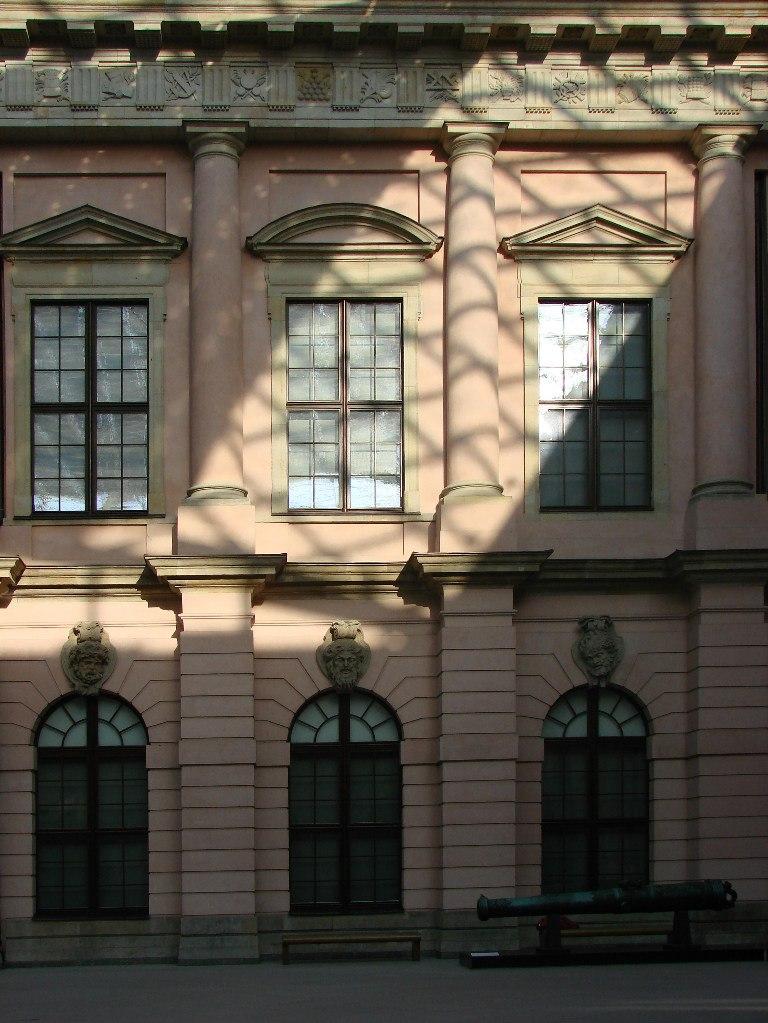 Андреас Шлютер. Двор в Берлинском арсенале. Метро-ритмы, масштаб и пропорции в решении архитектуры стены.
