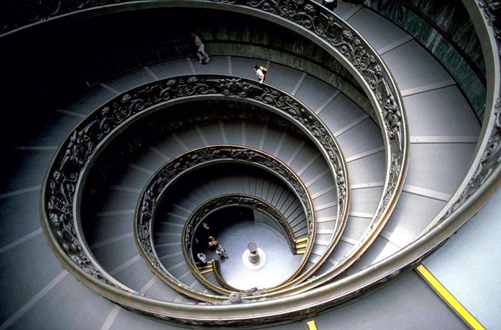 Лестница в Ватиканском музее