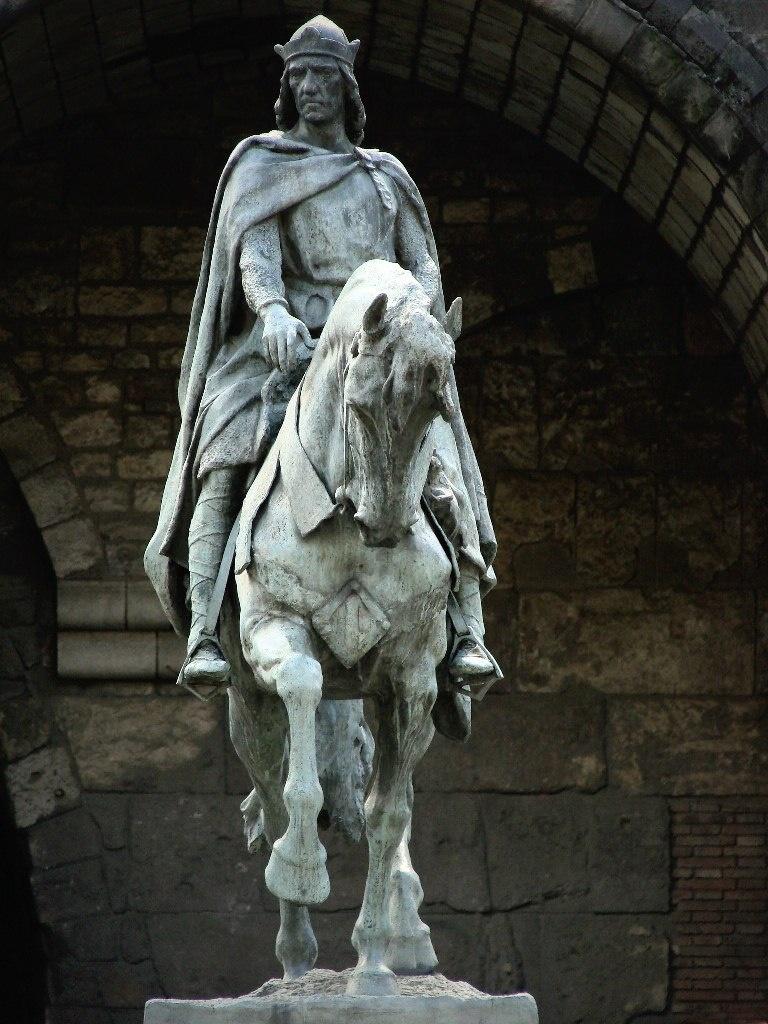 Барселона. Конный памятник графа-короля Рамона Беренгера III Великого (1082 - 1131 годы). Скульптор Жозеп Льимон, 1880 год. Судя по памятнику, Король - рыцарь и дипломат, это несомненно. Фото М. Бреслав