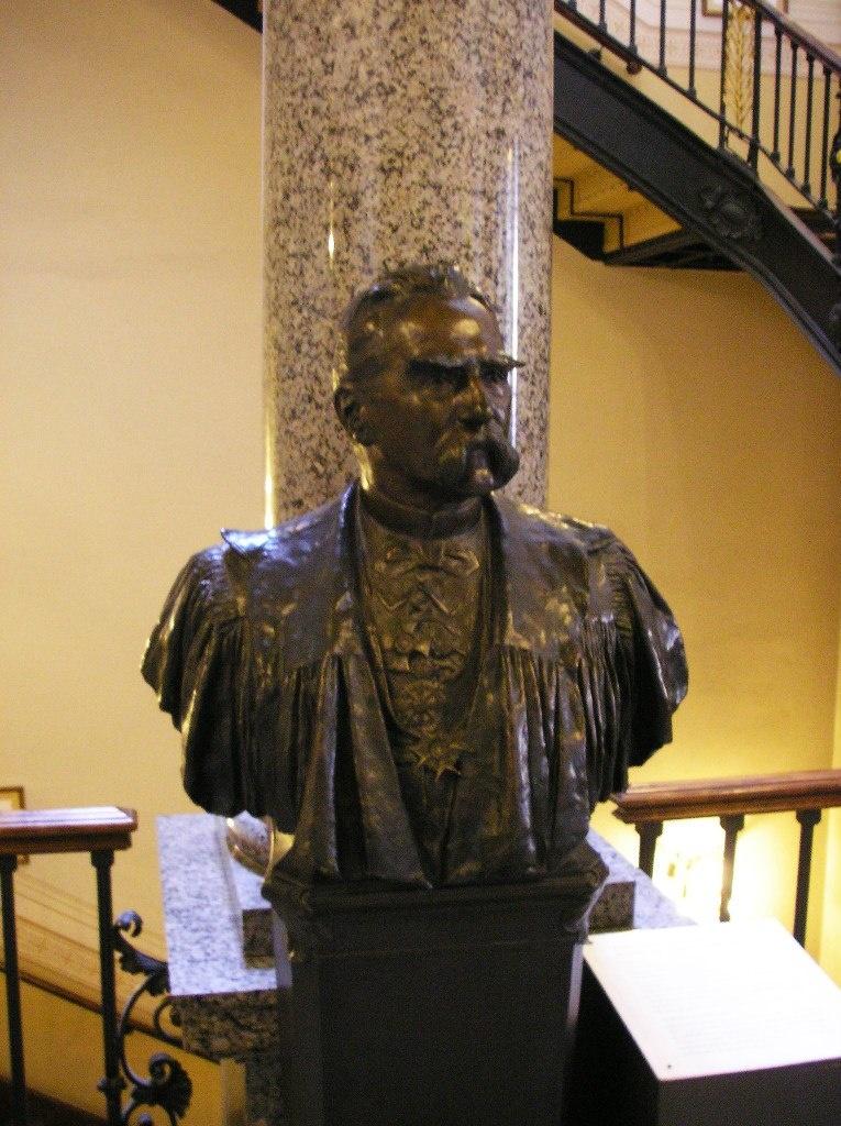 Автор проекта Берлинского Кафедрального собора -  Юлиус Рашдорфф (1823 - 1914), один из самых именитых архитекторов второй половины XIX века в Германии.