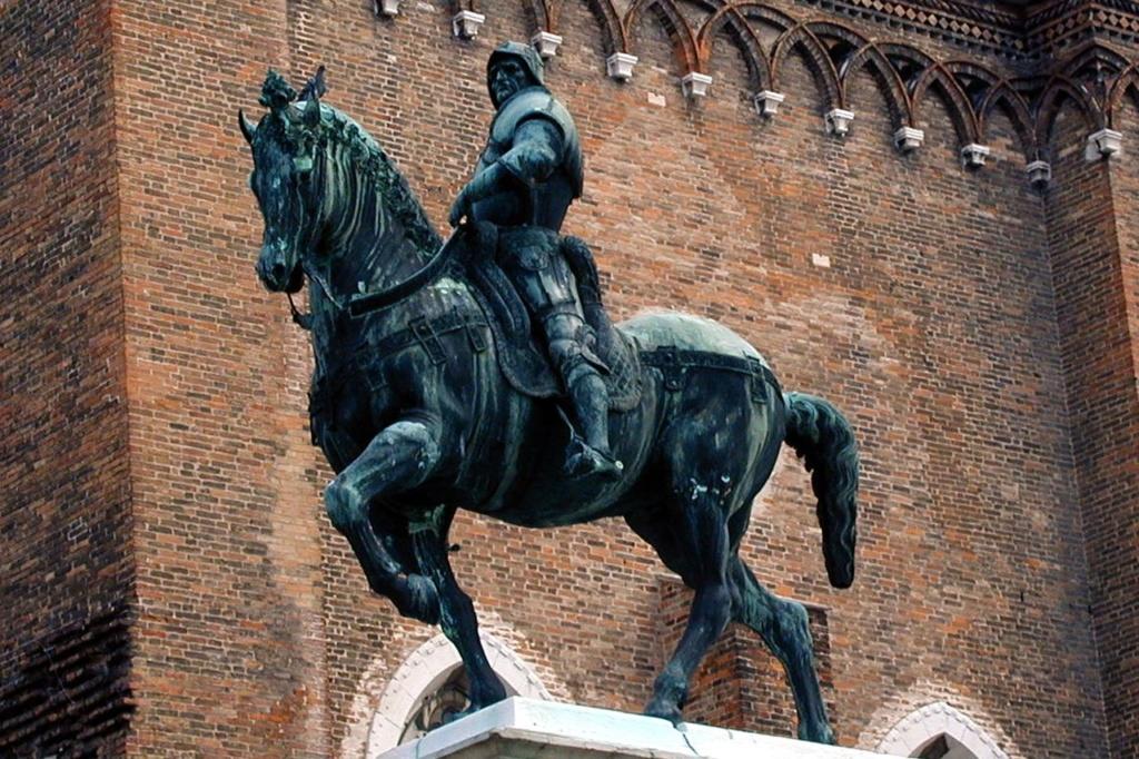 ПАМЯТНИК КОНДОТЬЕРУ КОЛЛЕОНИ.  Шедевр Андреа дель Вероккьо. Венеция. 1495 год.
