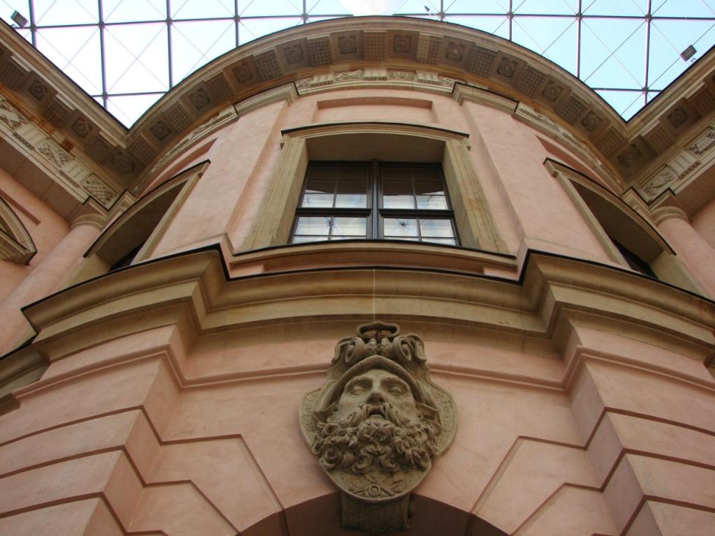 Андреас Шлютер. Двор в Берлинском арсенале. Округлое сопряжение четырех прямоугольных стен.