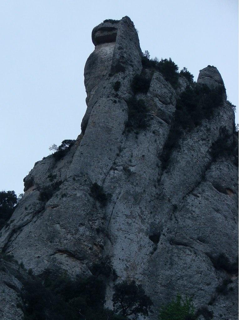 """Груда камней на одной из вершин Монтсеррат. Груда камней?! """"НЕ ПОЗВОЛЯЙТЕ СЕРДЦУ ВЕРИТЬ В ТО, ЧТО ВИДЯТ ГЛАЗА"""" - Антонио Гауди..."""
