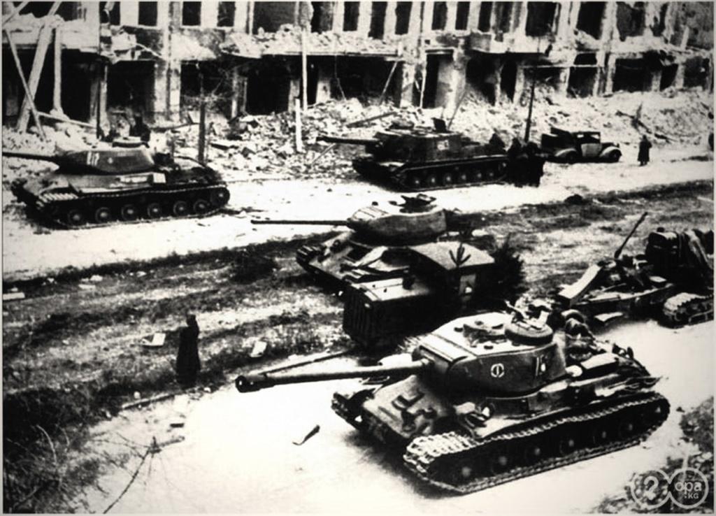 Советские танки в Берлине.