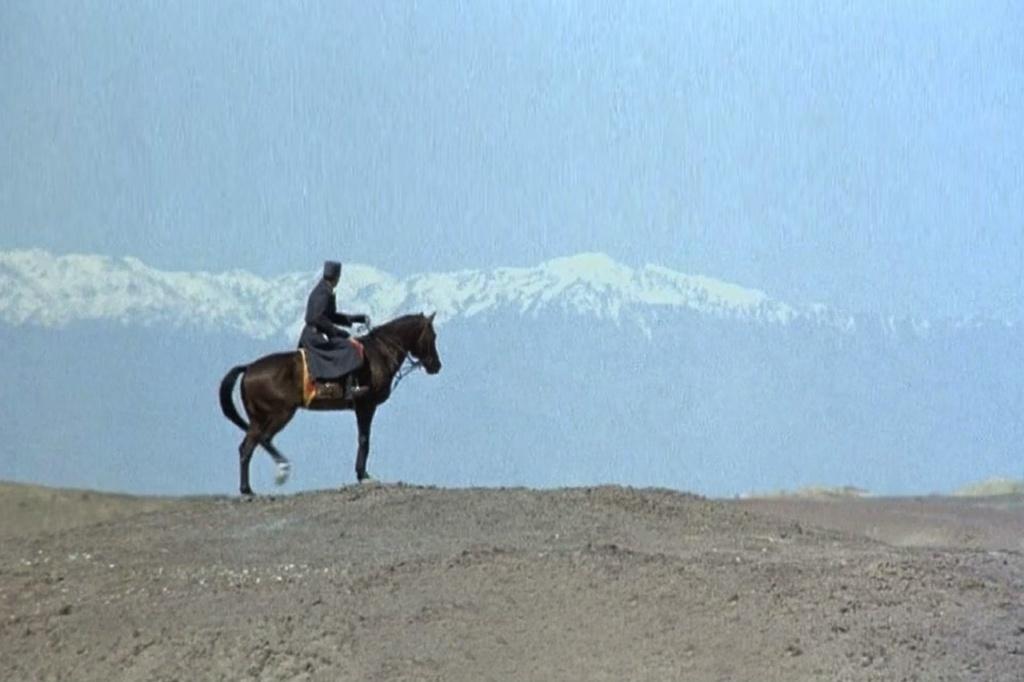 Иранский северный пейзаж... Главный герой романа и фильма отправляется в Неведомое. Текст в кавычках цитируется по роману Буццати.