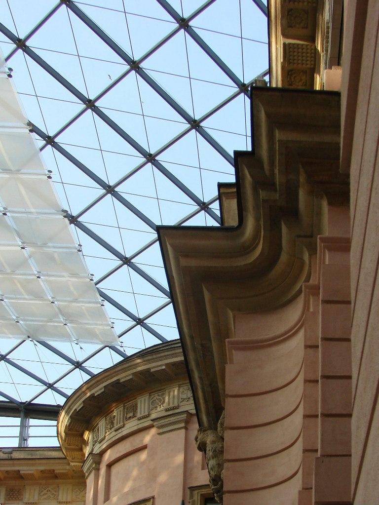 Андреас Шлютер. Двор в Берлинском арсенале. Креповка порталов на прямоугольных стенах - типично барочный прием...