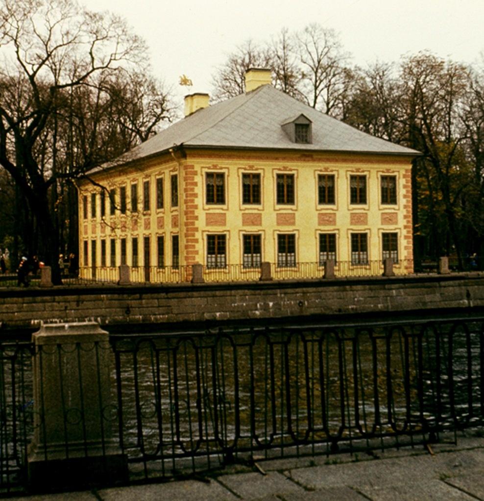 Петербург. Летний дворец Петра в Летнем саду. Арх. Д. Трезини. 1714