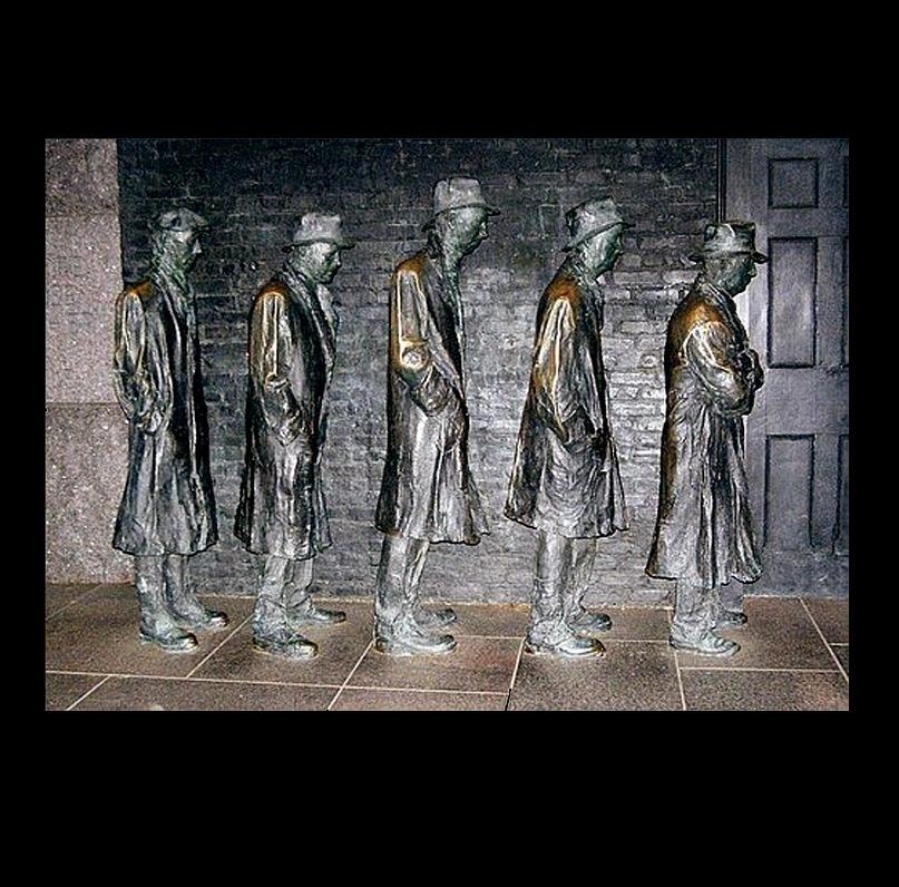 """Вашингтон. Городская скульптура: """"Мужчины, стоящие в очереди за хлебом в Великую Депрессию"""". Изображение в альбом попало не случайно. Когда я увидела выставленную на """"Арт-Базеле"""" похожую работу, вспомнила о ней. Сравните..."""