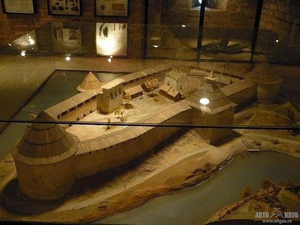 Макет Староладожской крепости, представленной в состоянии, датируемом XV веком. Исторический музей крепости
