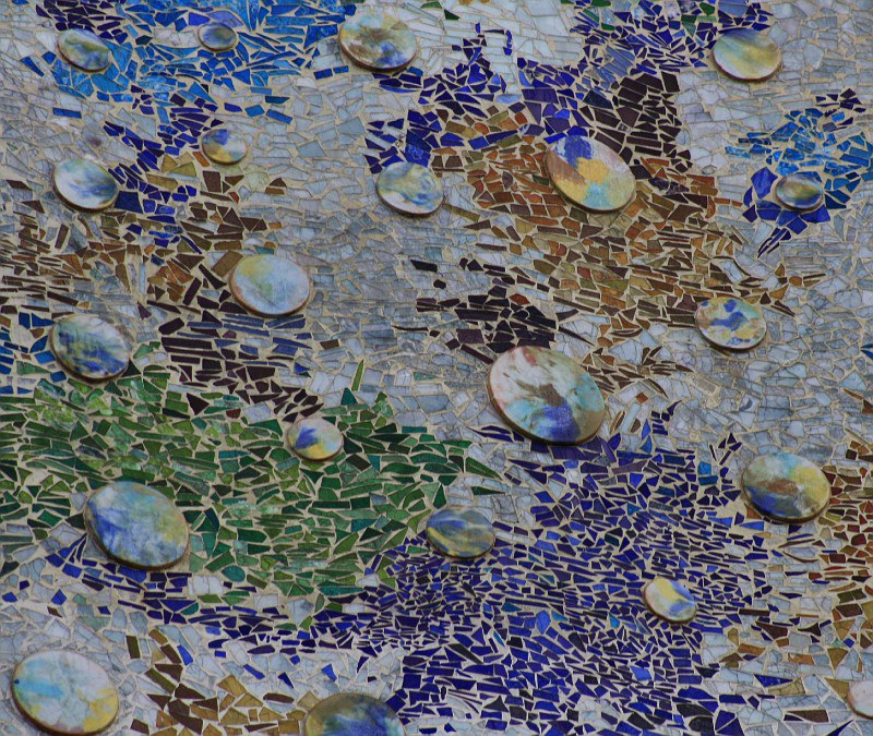 Фрагмент мозаики на фасаде Каса Бальо.