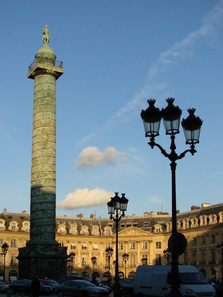 Вандомская площадь— одна из «пяти королевских площадей». Создана в 1699 году по проекту архитектора Жюля Ардуэн-Мансара в честь Людовикa XIV, а название получила от дворца Сезара де Вандом.