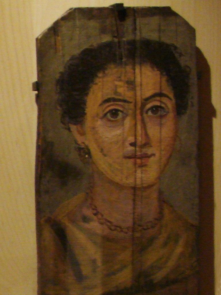 """Портреты, выполненные способом энкаустики (""""выжигаю""""), отличает редкая свежесть цвета и они удивительно долговечны. Надо отметить, что хорошей сохранности этих произведений способствовал и засушливый климат Египта."""