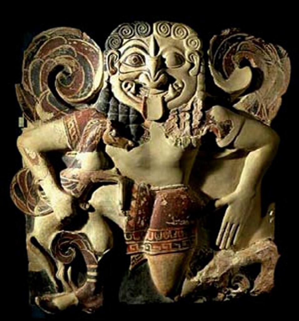 Терракотовый раскрашенный горгонейон (амулет), или образ, изображающий Медузу после ее убиения и рождения ее детей, что должен был стать вечным символом Смерти во имя Блага. Об этом говорит свастичная композиция амулета