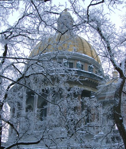 Исаакиевский собор. Арх. О. Монферран. 1818-1858. Вид на купол на высоком многоколонном барабане с северной стороны.