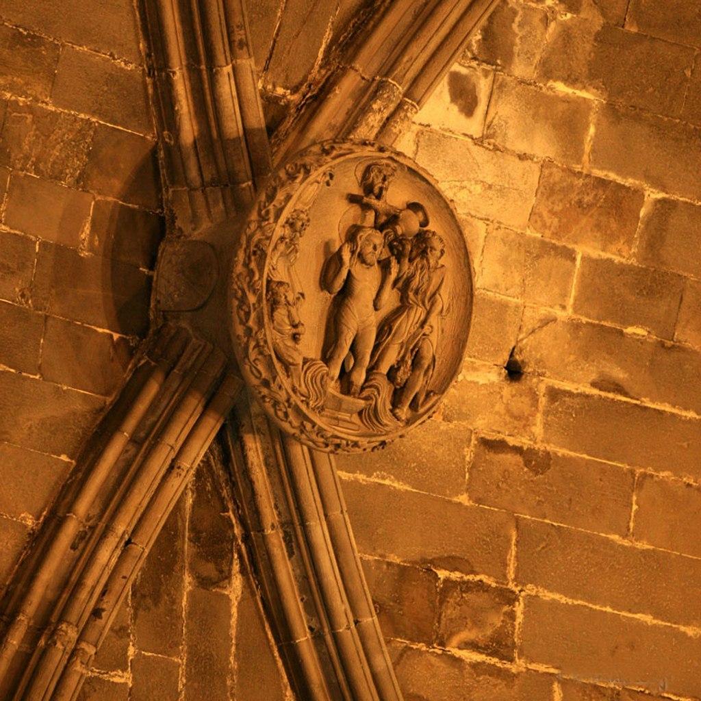 """Кафедральный собор в Барселоне. Ранняя готика. Не позднее XV в. Рельефы на замковых камнях. """"Крещение Иисуса Христа"""""""