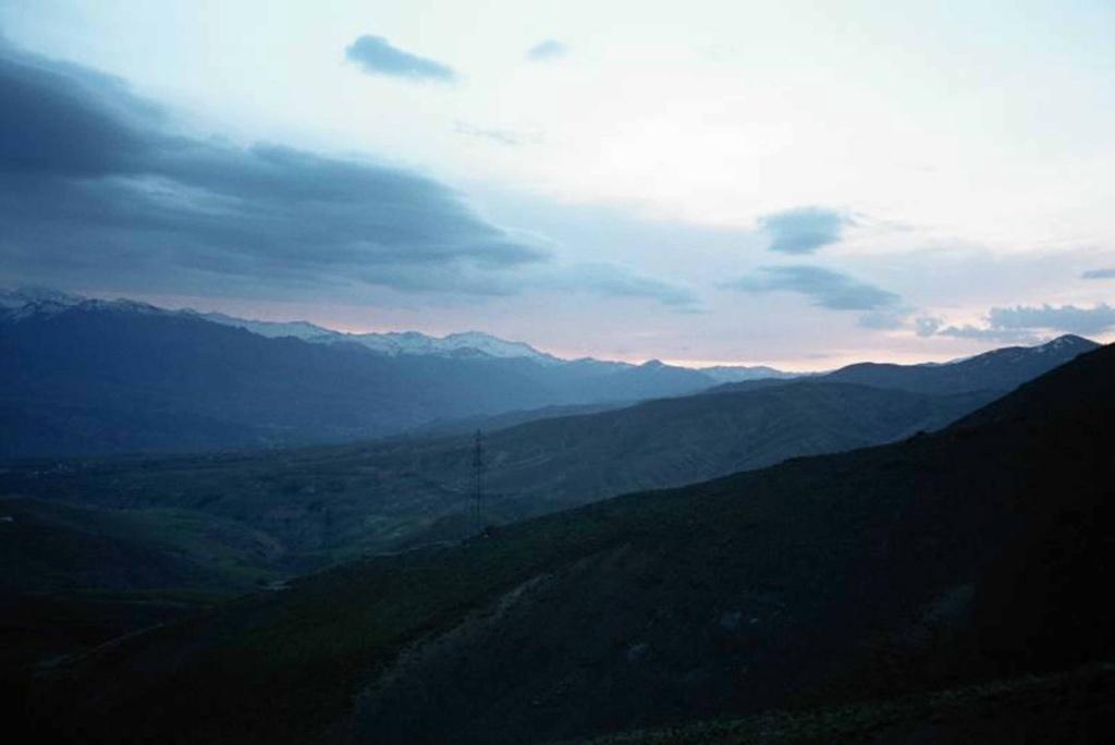 Иранский северный пейзаж, пророчествующий в ночи о Предстоящем...