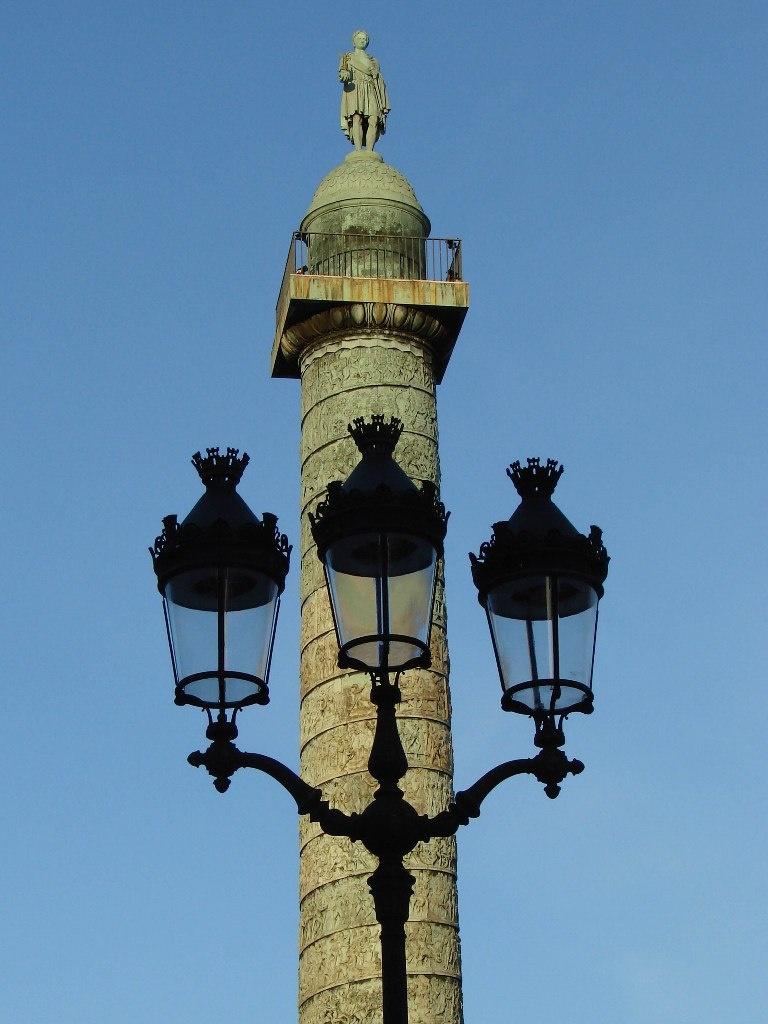 Вандомская колонна на одноименной площади высотой 44 метра, спроектированная по подобию знаменитой колонны Траяна в Риме. В 1806 году Наполеон решил установить ее в честь своих триумфальных побед...