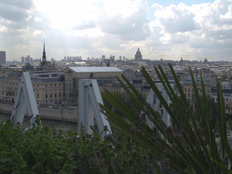 """Уникальная круговая панорама Парижа, полученная из 9 фрагментов.  Съемка осуществлялась с обзорной террасы универмага """"Самаритен"""" (Samaritaine). Фрагмент 3."""