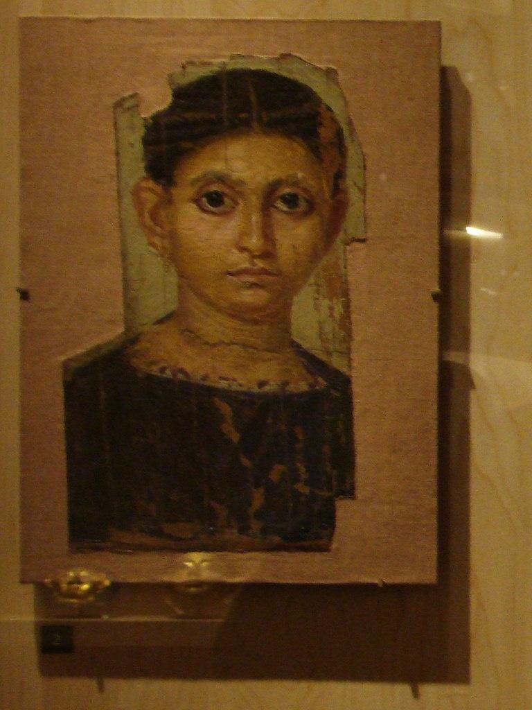 Портреты, которые вы видите, относятся к Фаюмской коллекции, хранящейся в Лувре. Посетителей в залах очень мало: интерес к этим произведениям, похоже, пропал, что печально.