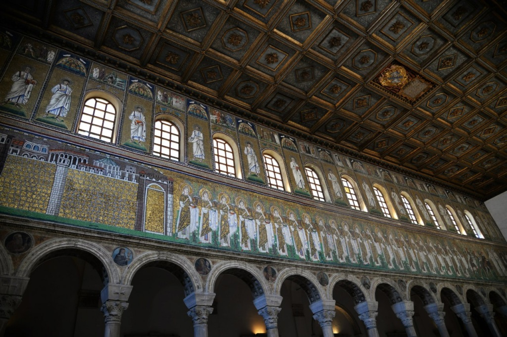 Базилика Сант Аполлинаре Нуово. Пророки и святые.