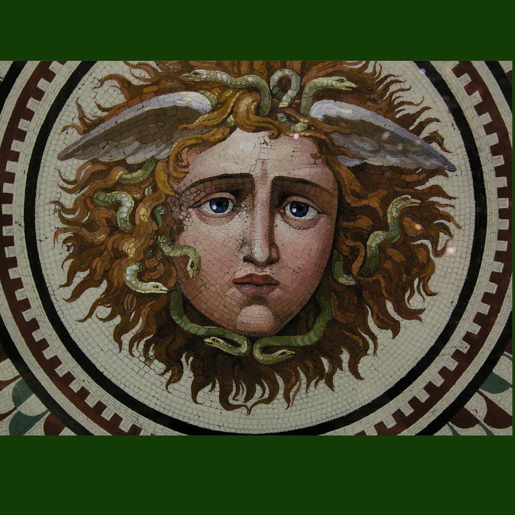Мозаичный пол. Копия XIX века с античного оригинала. Центральный фрагмент с маской Медузы - прекрасной и ужасной