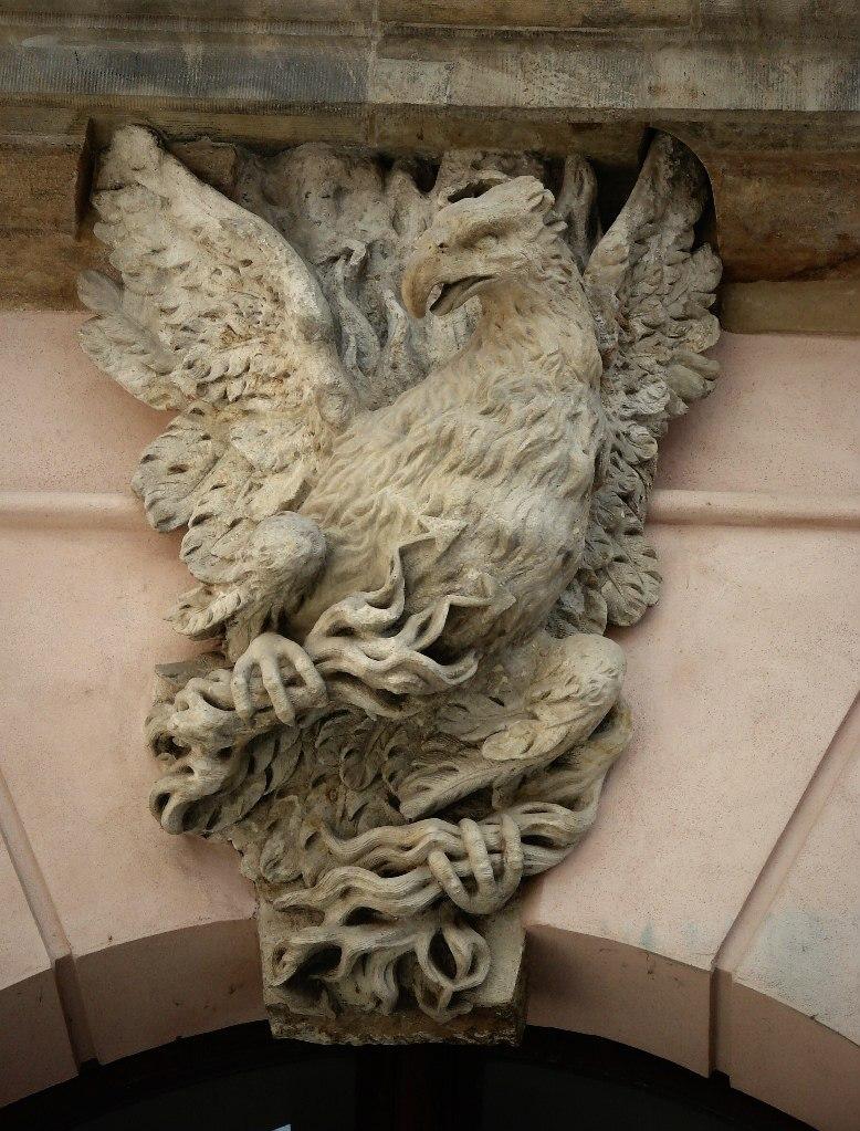 """Андреас Шлютер. Двор в Берлинском арсенале. Поперечная ось, отмеченная на фасадах изображением """"Юпитерова орла""""..."""