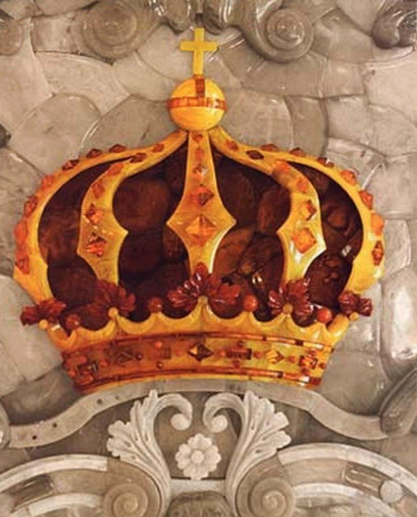 Янтарная комната. Фрагменты. Корона Прусского короля. Восьмилучевая - всепространственная. Красный янтарь свидетельствует о божественной избранности короля.