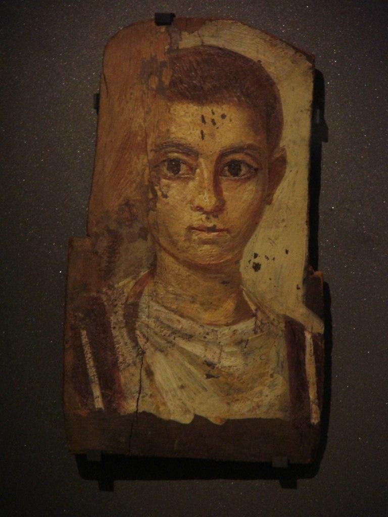 Портреты из Фаюмской коллекции, хранящейся в Лувре. Их редко кто разглядывает, объясняя тем, что страшно в глаза усопшим смотреть, среди их теней бродить...