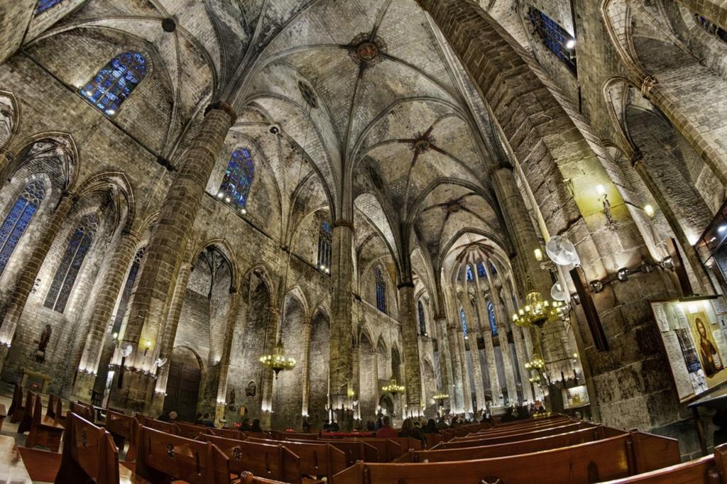 Интерьер собора Санта-Мария-дель-Мар. Фото из Интернета.