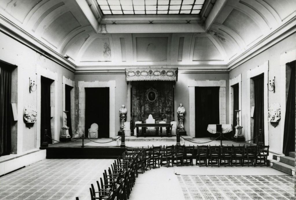 Королевская академия изящных искусств святого Фердинанда. Здание построено в 1689 год Чурригерой - выдающимся испанским архитектором эпохи барокко. Возглавляли многие выдающиеся деятели искусств Испании, в том числе Франсиско Гойя.