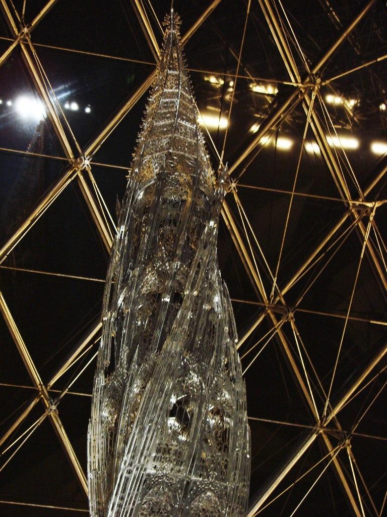 Великая пирамида, ах, нет - просто пирамида на площади Лувра.