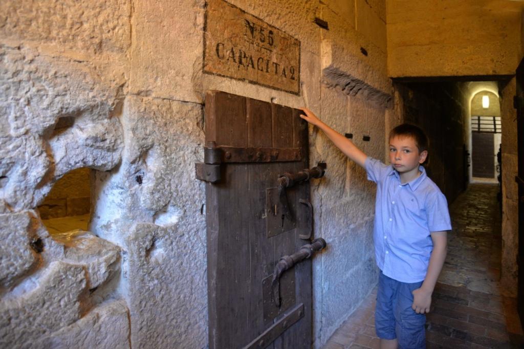 Венеция. Тюрьма Карчери... Хорош каменный мешок? Хороши засовы, гремящие, когда камеру закрывают или открывают.