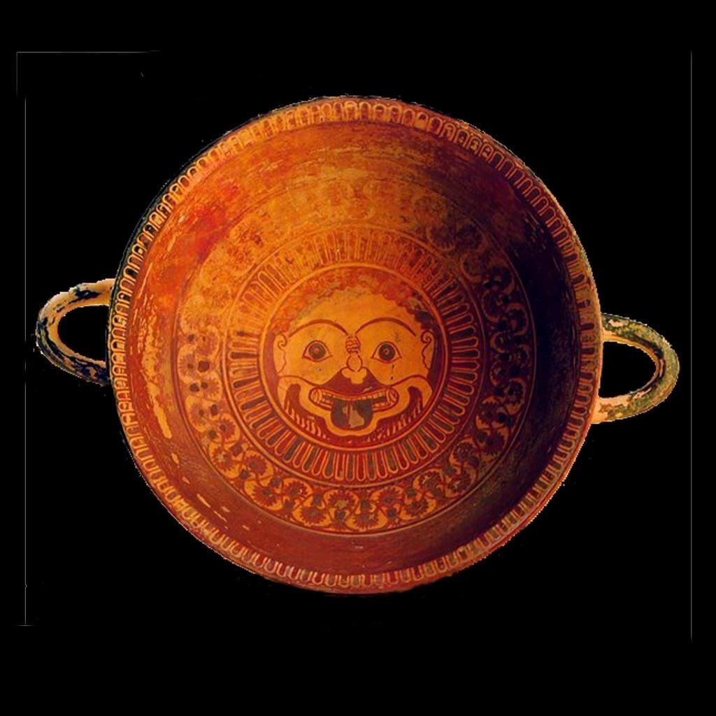 Античная чаша с изображением горгонейона