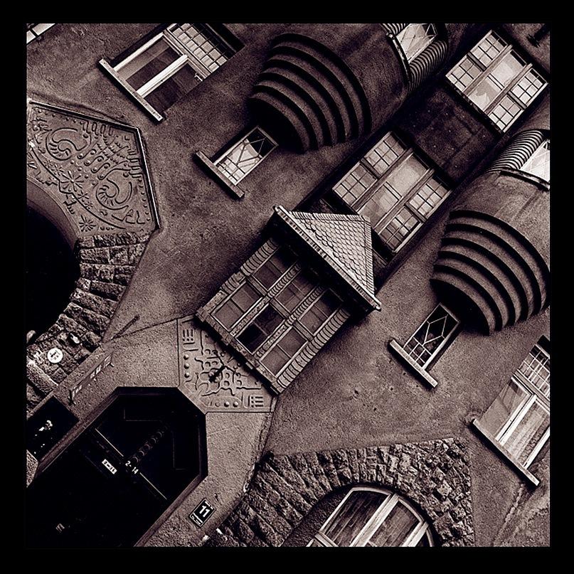 Рига, Доходные дома. Улица Альберта, дом 11. Арх. Эжен Лаубе. В общем плане - Северный модерн, по-лифляндски стиль называют Национальной романтикой