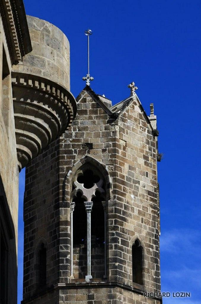 Барселона. Фрагменты Кафедрального собора в романо-раннеготическом-ренессансном трехстилии...