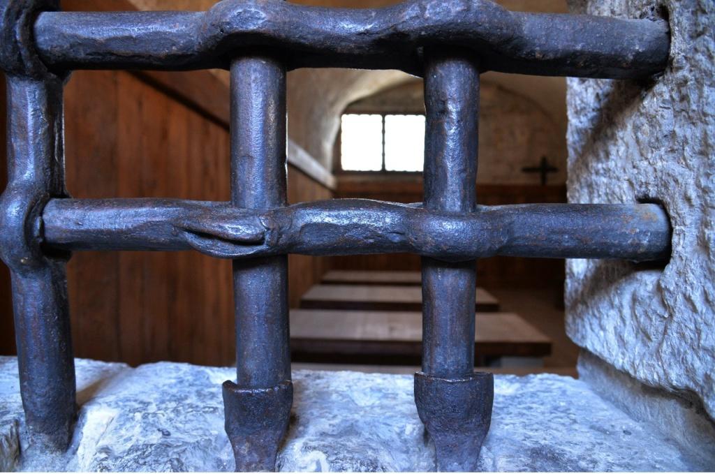 Венеция. Тюрьма Карчери... Загляните, можно увидеть камеру...