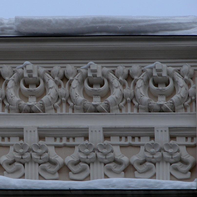Рига. Доходные дома. Улица Альберта, дом 4. Арх. М. О. Эйзенштейн. Декор стенки аттика. Фото Марины Бреслав