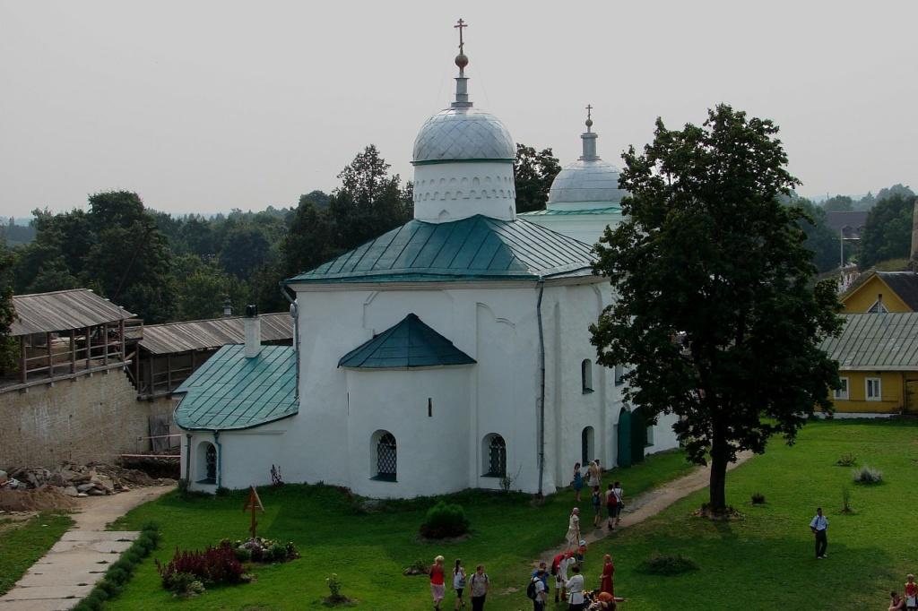 Изборская крепость. Никольский собор. XIV век