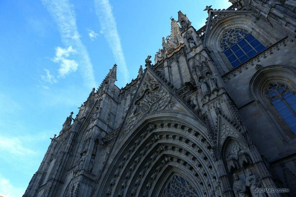 Барселона. Ракурс Кафедрального собора в новом обличье...