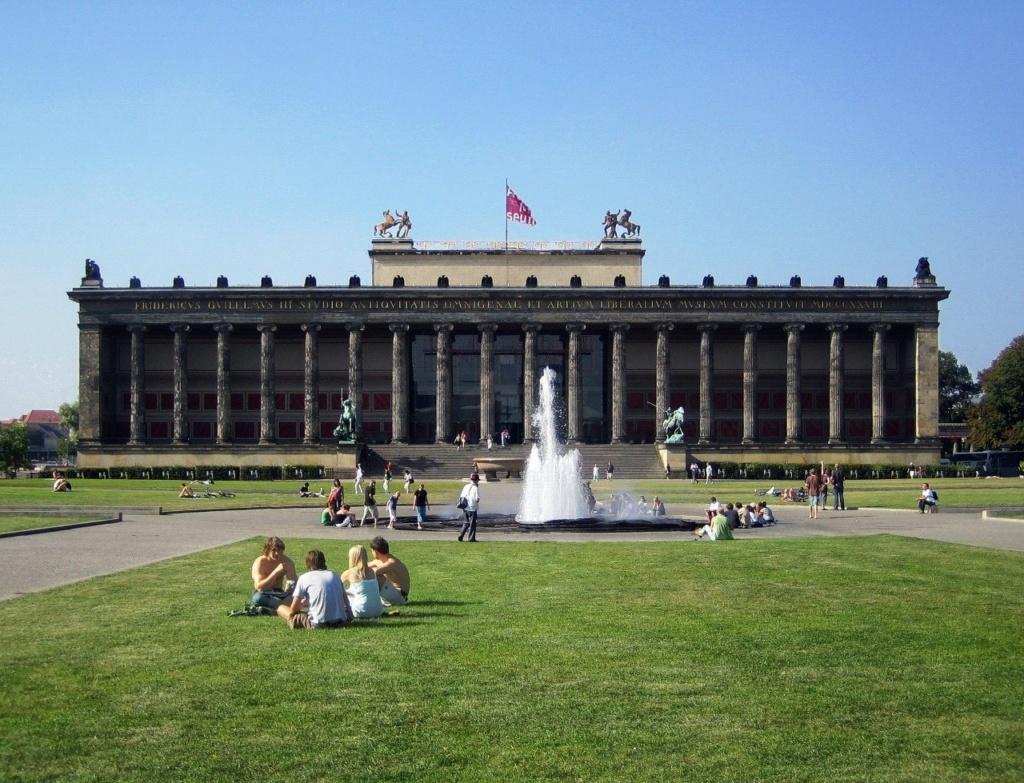 Старый музей (нем. Altes Museum) — музей в Берлине (Германия) на Музейном острове.