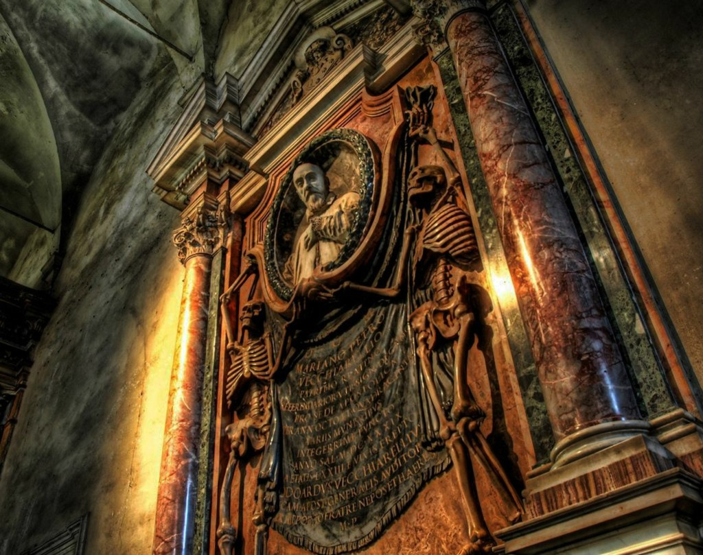 Рим. Собор св Петра. Папские гробницы в боковых нефах.