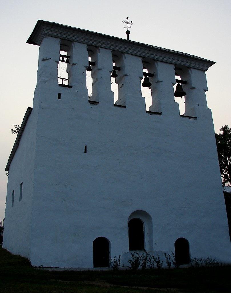 Звонница церкови Успения у парома. XVI век
