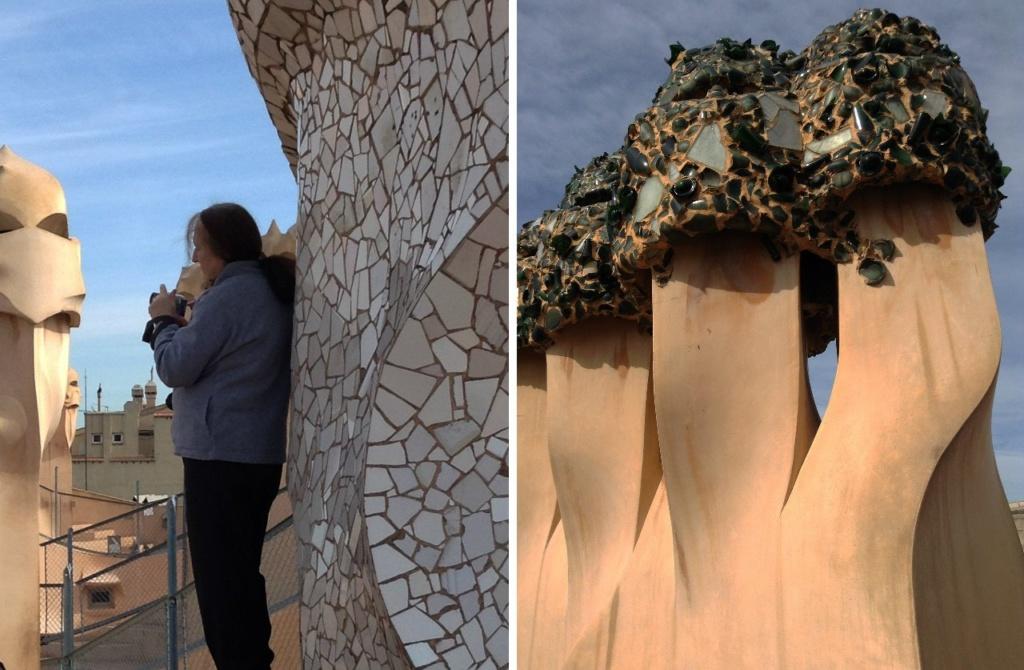 """Каса Мила. """"Сад скульптур"""" на крыше Дома. Многие из них выложены мозаикой тренкадис из фрагментов битой керамики, гальки, мрамора и стекла. Наши (М. Бреслав) работают. Путеводители снабжают посетителей своими комментариями..."""