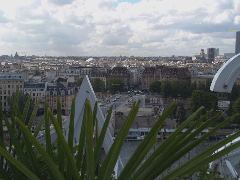"""Уникальная круговая панорама Парижа, полученная из 9 фрагментов.  Съемка осуществлялась с обзорной террасы универмага """"Самаритен"""" (Samaritaine). Фрагмент 4."""