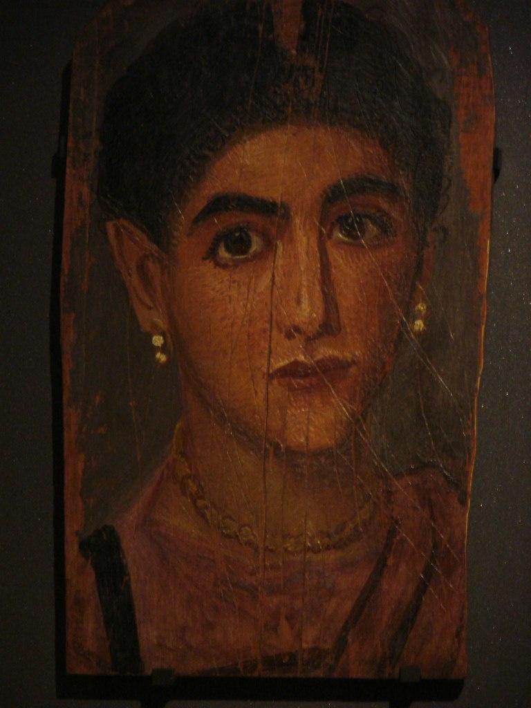 Портреты из Фаюмской коллекции, хранящейся в Лувре. Лица людей на портретах имеют строгое выражение, взгляд огромных глаз, устремленный мимо, сквозь зрителя, видит что-то недоступное живым...