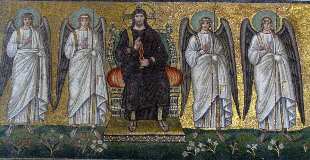 Базилика Сант Аполлинаре Нуово.  Христос Пантократор в окружении четырех ангелов.