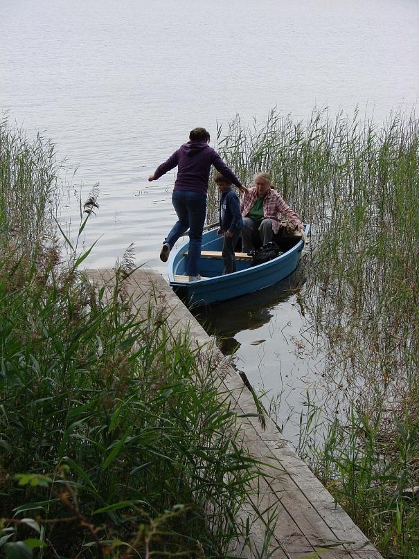 Возвращение из похода на острова, лежащие на противоположном берегу озера...