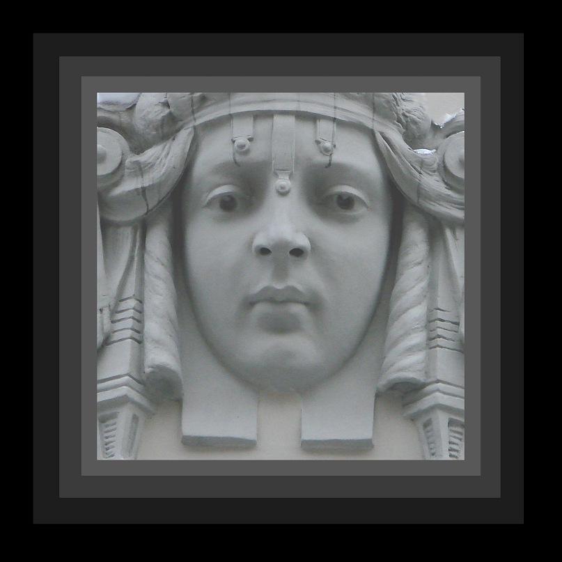 """Призрачное видение богини Истины (предположительно). Долго """"замочную скважину"""" рисовать, я предлагаю заглянуть в Квадрат - Праформу всего гармонического..."""