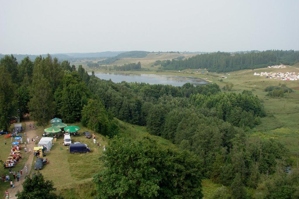 Вид с горы Жеравья на Изборскую котловину